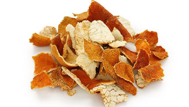 Trần bì là vị thuốc có vị đắng, hơi cay và mang tính ôn