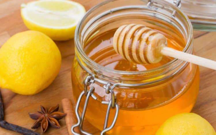 Cách làm mặt nạ dưỡng ẩm chanh và mật ong