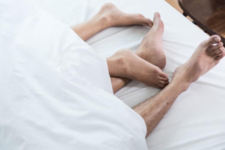"""lam tinh voi chong10 e1528703174423 - 10 tuyệt chiêu làm tình khiến chồng càng """"yêu"""" càng nghiện"""