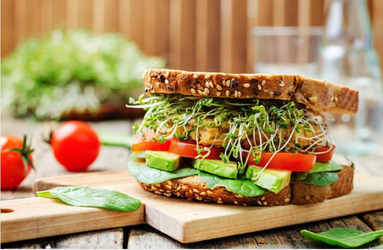 bánh mì sandwich ăn với gì