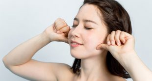 xoa nep nhan 7 e1534505958119 750x400 310x165 - 7 bài tập giúp bạn xóa nếp nhăn trong 12 phút