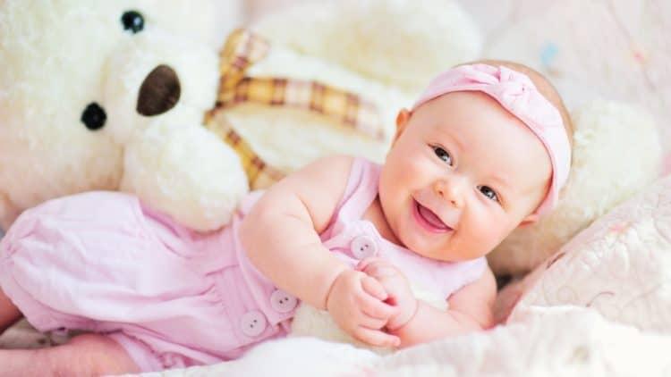 Trẻ sơ sinh thích nghe tiếng của bé khác