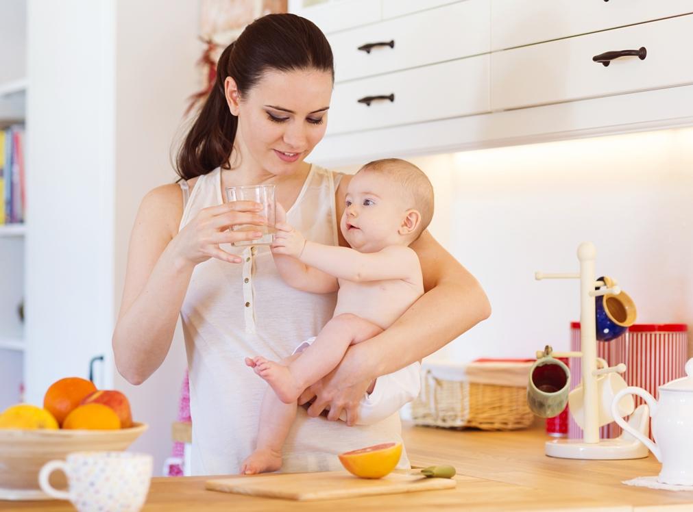Bí quyết giúp cơ thể tránh bị mất nước khi cho con bú